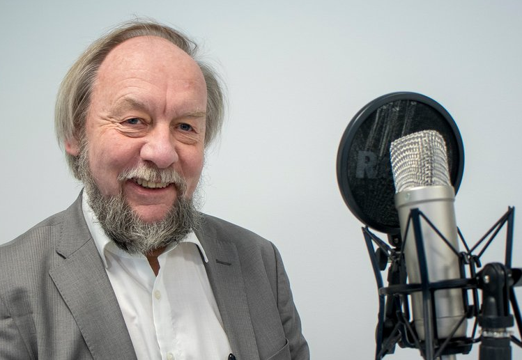 Fritz Albregtsen in the studio at Teknisk Ukeblad. Foto: TU